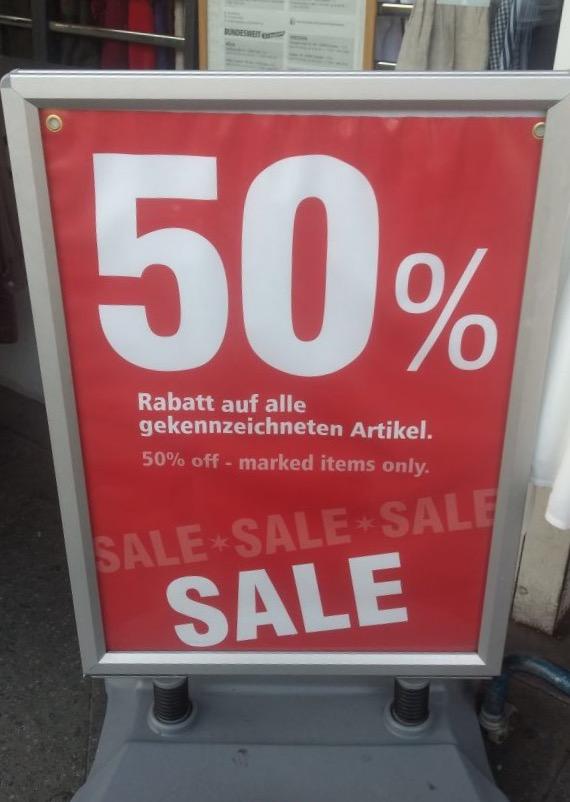 Sale Schild als Symbolbild für Konsum