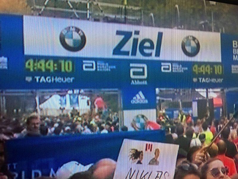 Zieleinlauf Berliner Marathon als Symbol für Ziele die man sich setzt.