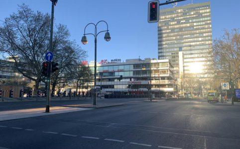 Berliner Breitscheidplatz am Kudamm ist wegen Corona menschenleer